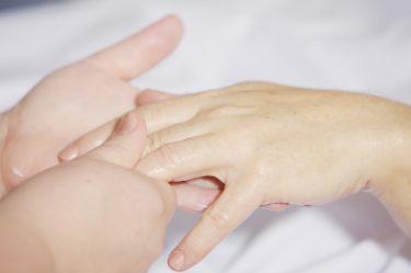 【深刻に悩む】手荒れに悩む家族の手が改善した方法を書きます。